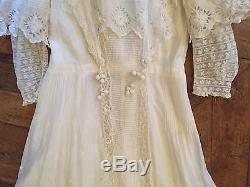 Exceptionnelle robe ancienne dentelles broderies